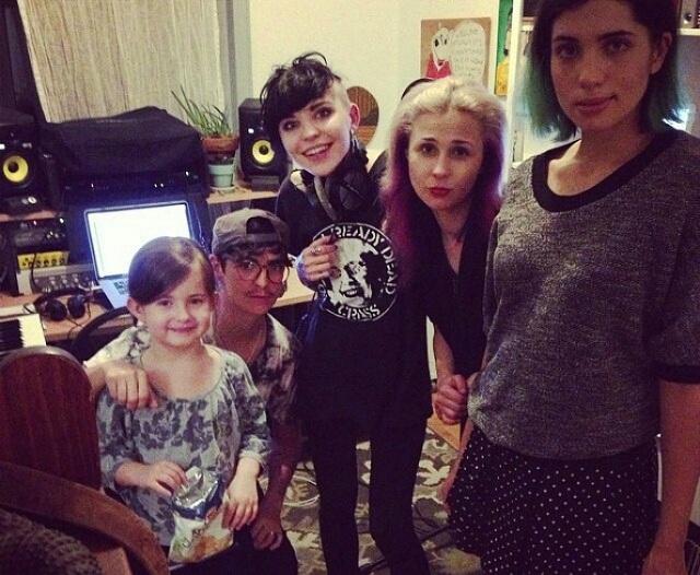 Pussy Riot grava entra em estúdio com membros do Le Tigre