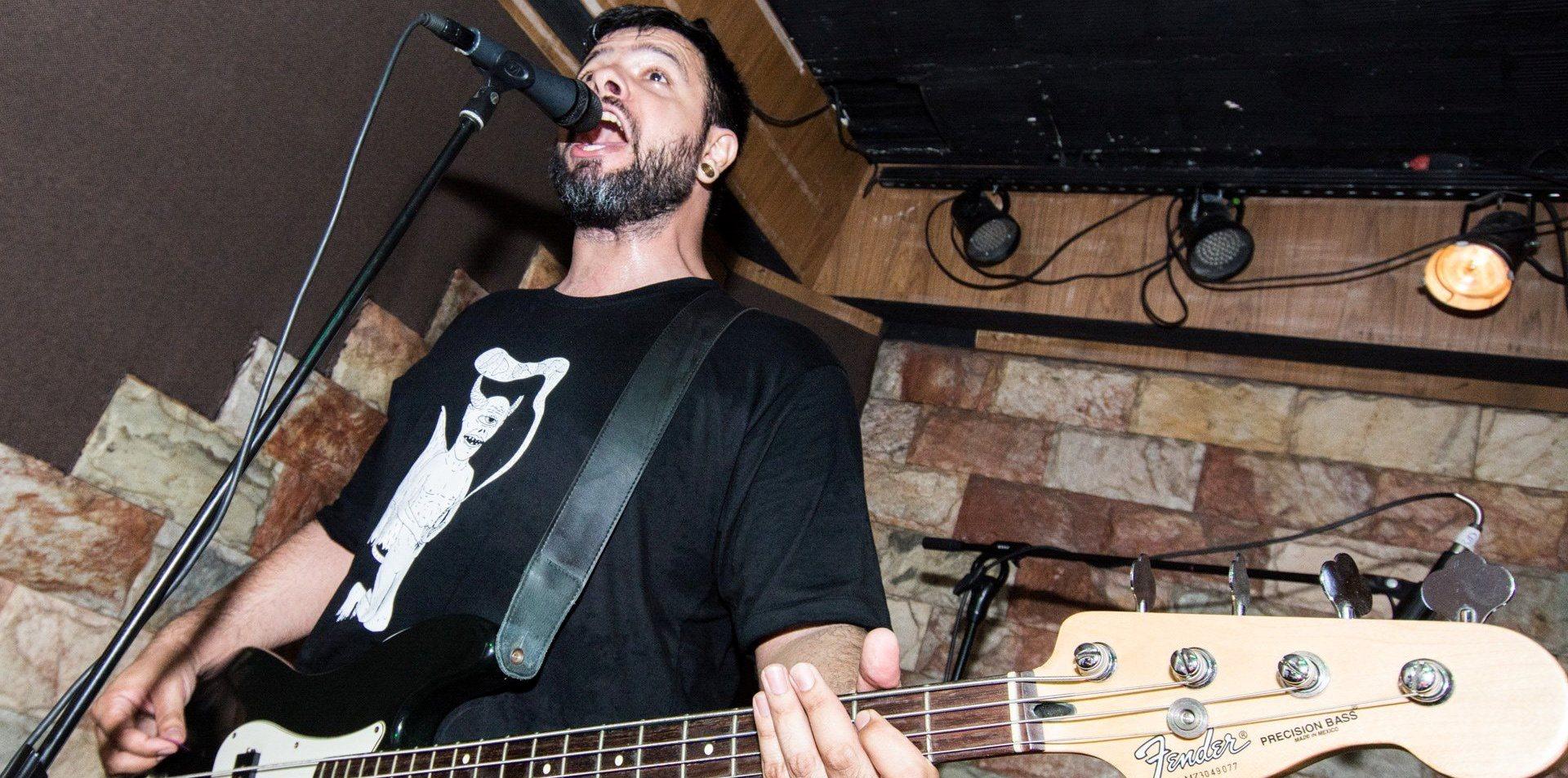 Fundador do Menores Atos anuncia saída da banda