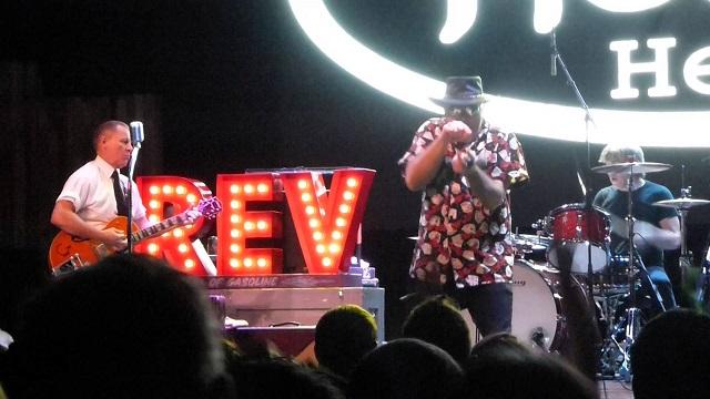 "Jello Biafra canta ""Viva Las Vegas"" com The Reverend Horton Heat"