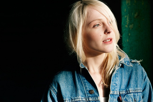 Laura Marling faz cover de Led Zeppelin