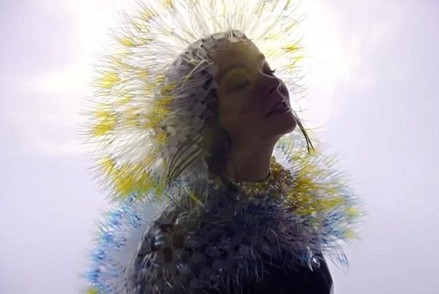 Björk lança videoclipe