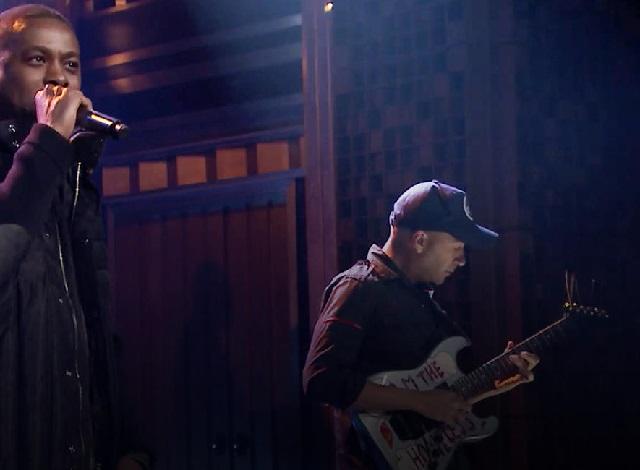 GZA se apresenta com Tom Morello na televisão