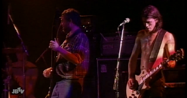 Veja show de Mike Watt com Foo Fighters e Eddie Vedder como banda de apoio