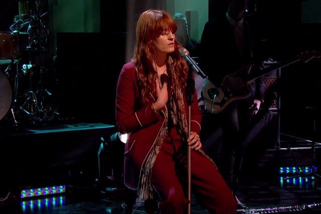Florence and the Machine se apresenta em programa de TV