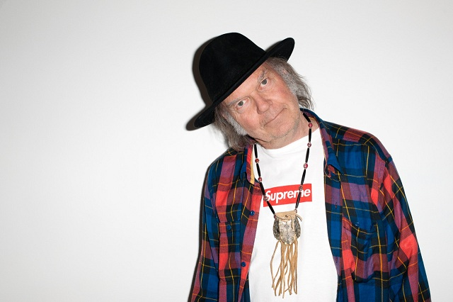 Neil Young anuncia novo disco