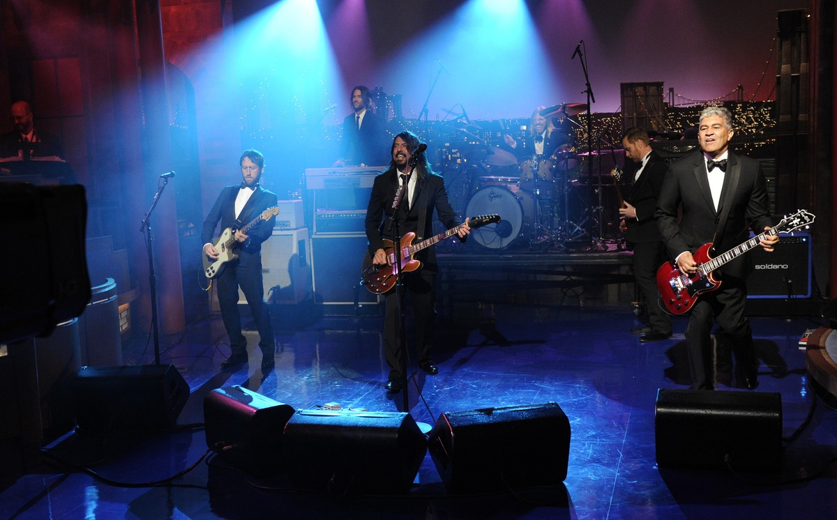 Foo Fighters faz apresentação na despedida de David Letterman