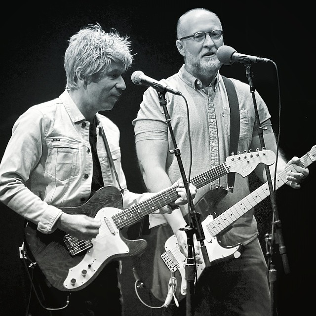 Bob Mould toca com Ian Rubbish em show