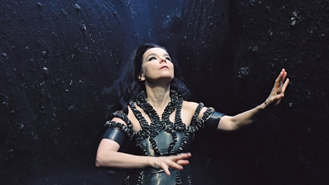 Björk lança sensível videoclipe para