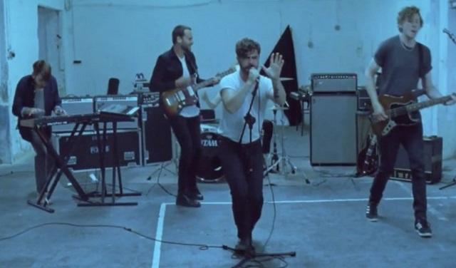 Foals lança primeiro single do novo álbum