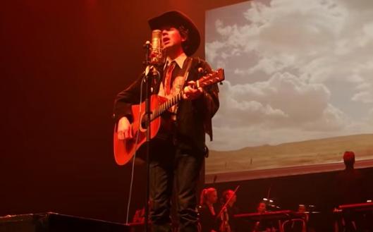 """Beck e Thurston Moore (ex-Sonic Youth) tocam vestidos de """"cowboy"""""""