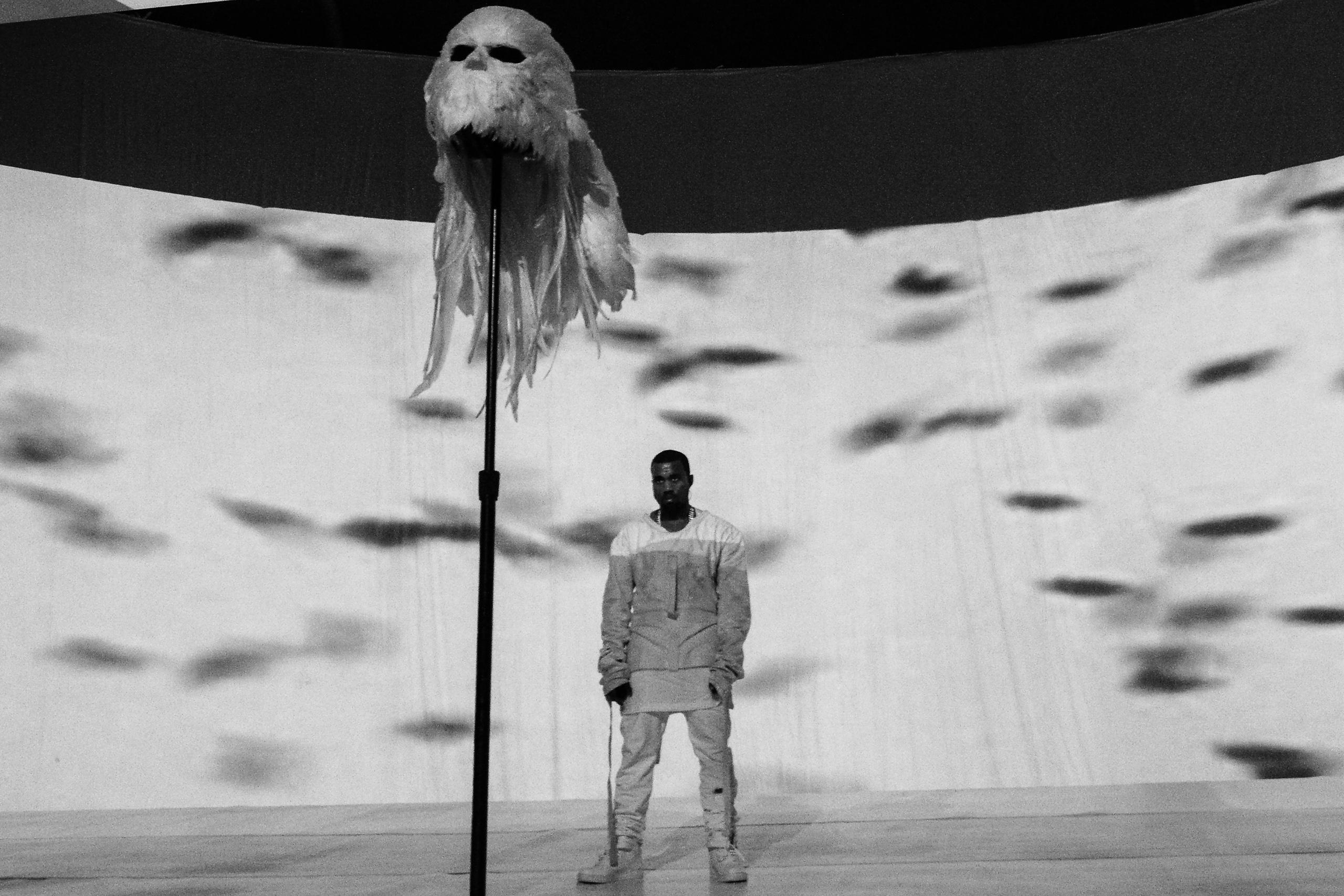 Kanye West recebe prêmio de vanguarda da MTV