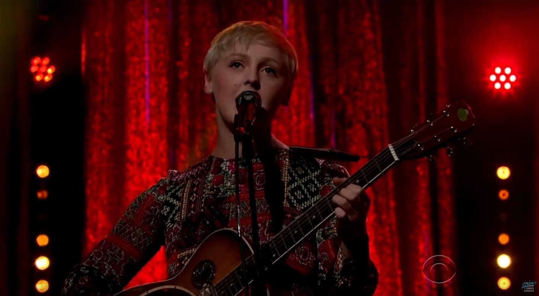 Laura Marling se apresenta na TV