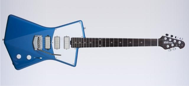 St. Vincent assina design de seu próprio modelo de guitarra.