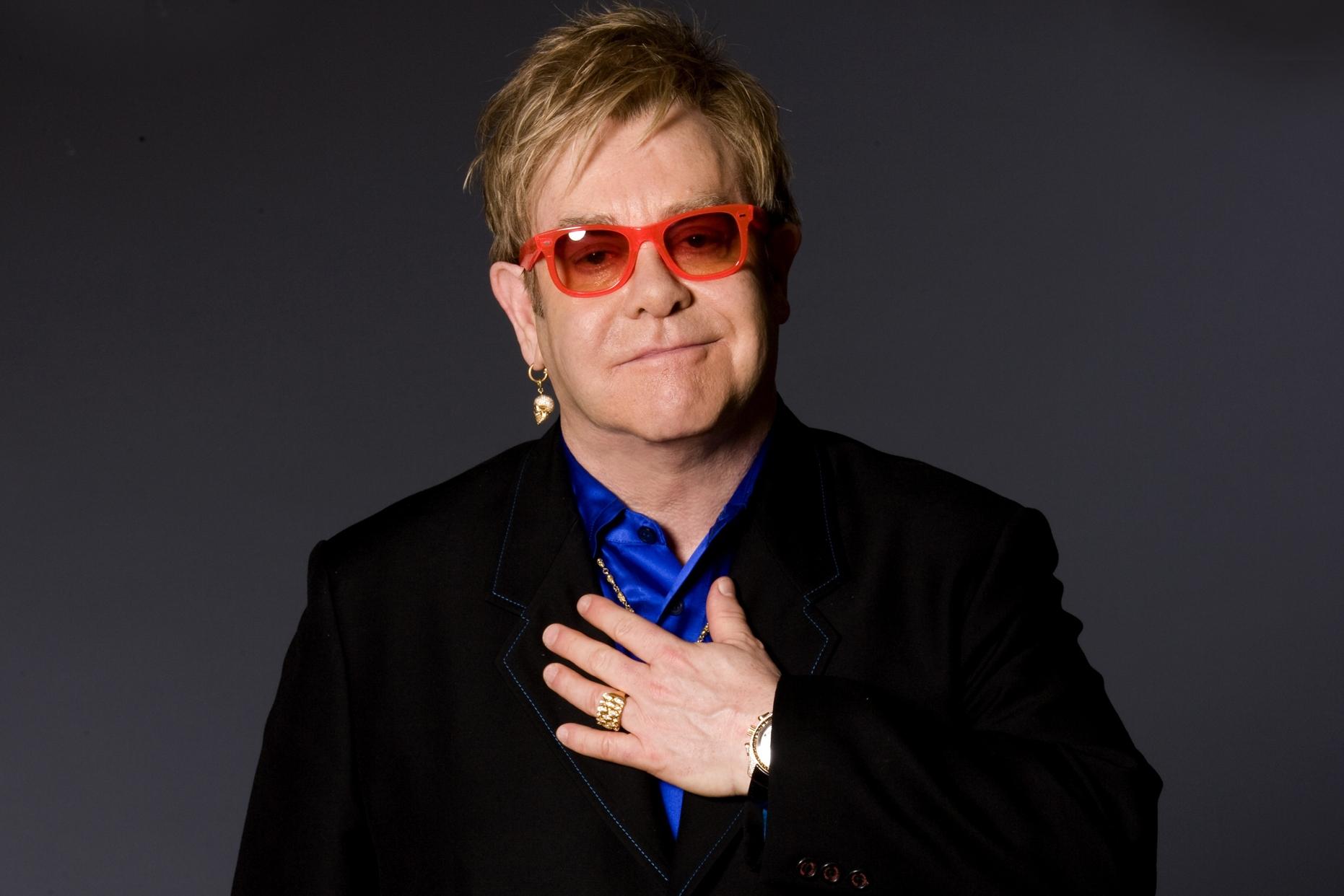 Elton John quer discutir direitos LGBTs com presidente da Russia