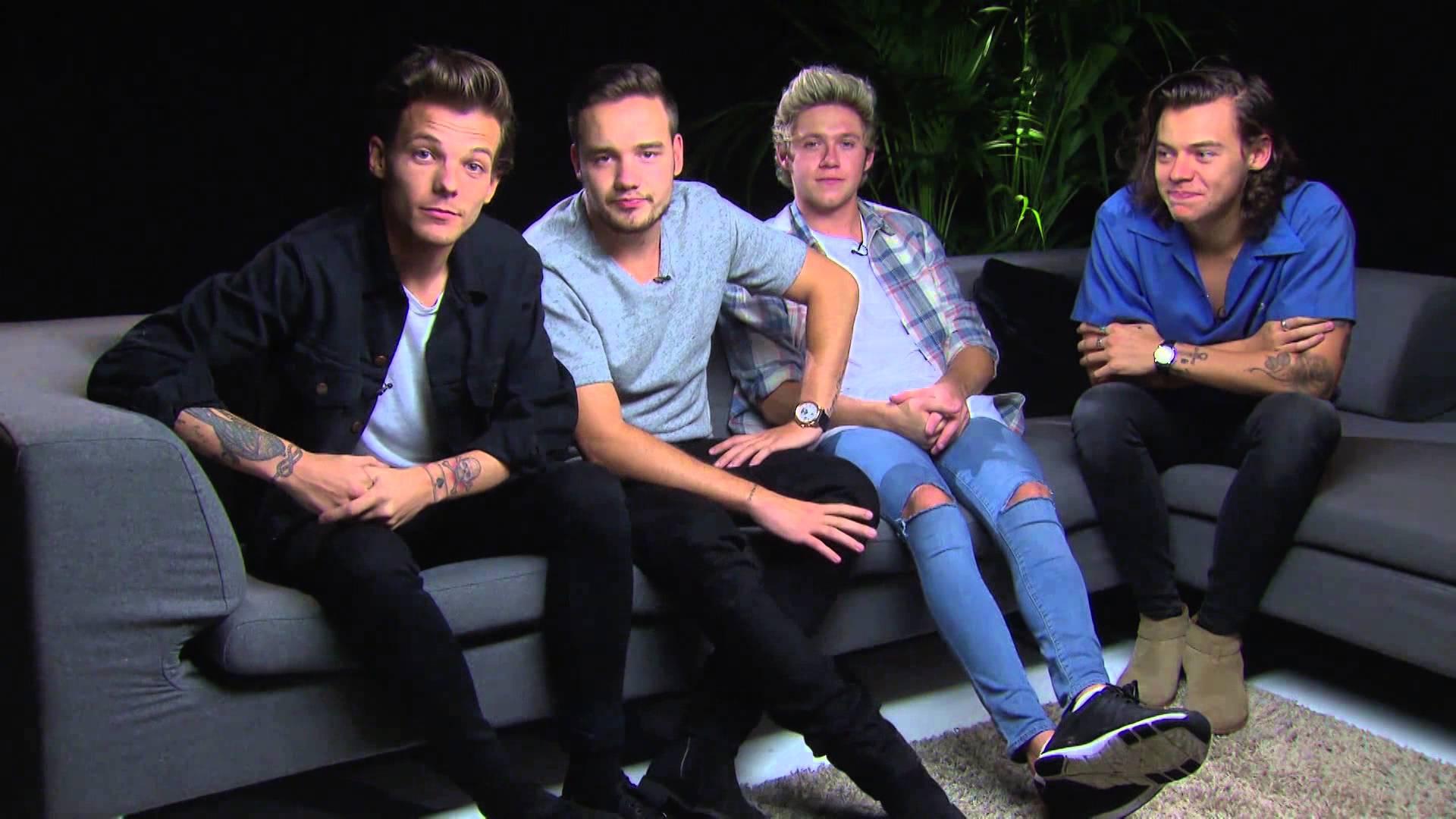 """One Direction faz cover da música tema de """"Fresh Prince Of Bel-Air"""" - assista"""