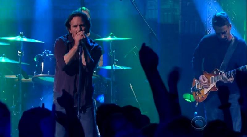 Pearl Jam se apresenta em programa de TV