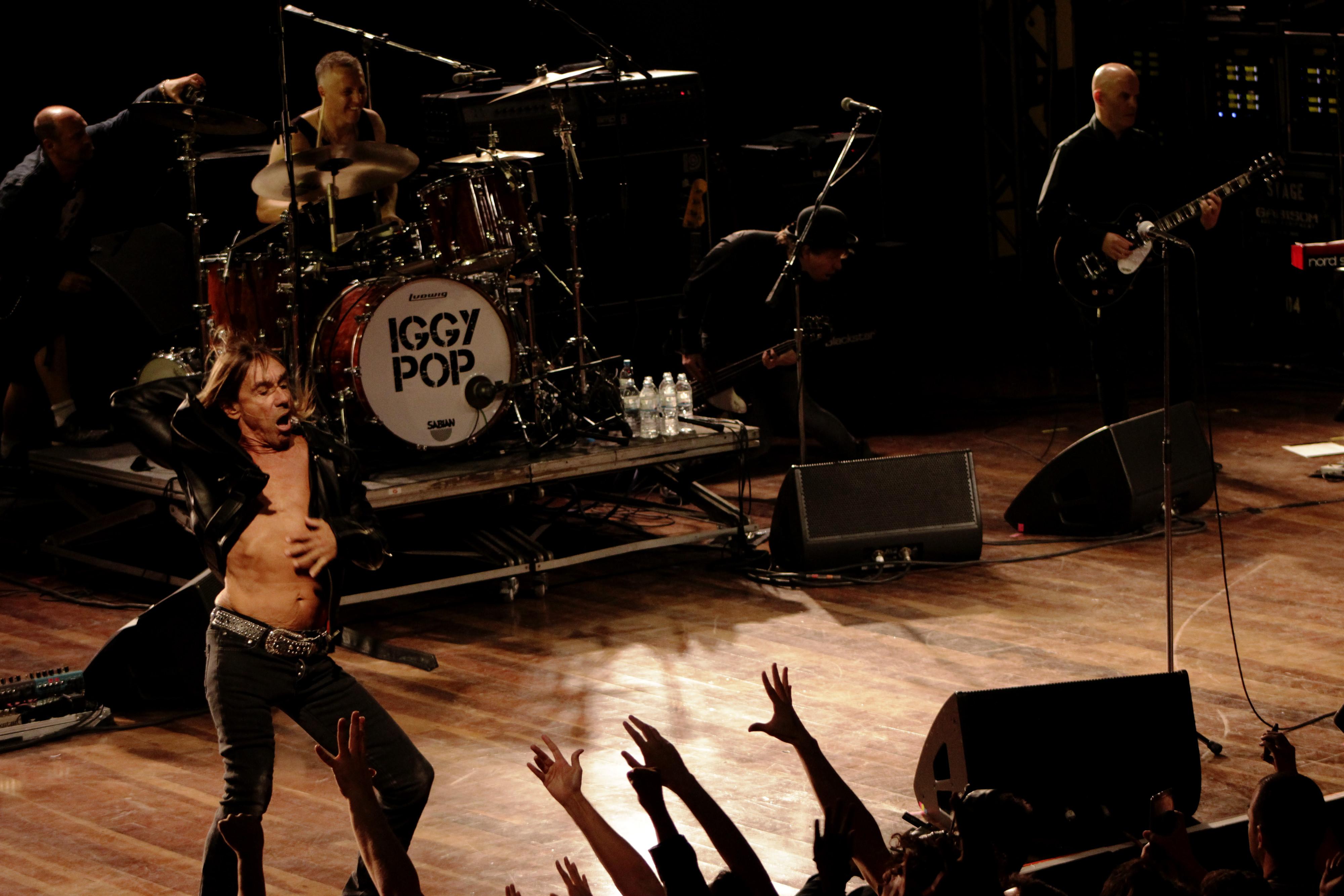 Iggy Pop mostra vigor em show enérgico cheio de clássicos dos Stooges