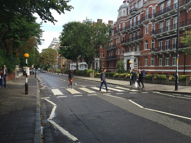 Tony Aiex na faixa de Abbey Road