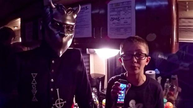 Membro do Ghost é entrevistado por garoto de 11 anos