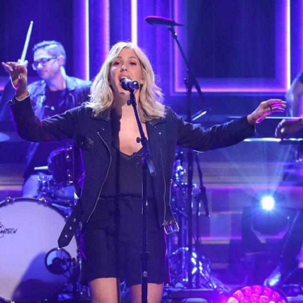 Ellie Goulding se apresenta no programa de Jimmy Fallon