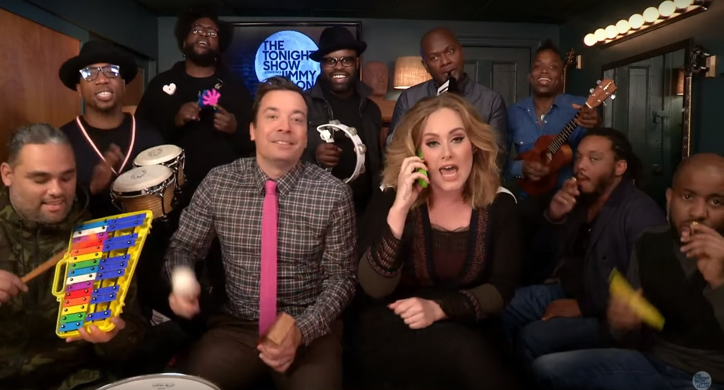 Adele canta com Jimmy Fallon e The Roots