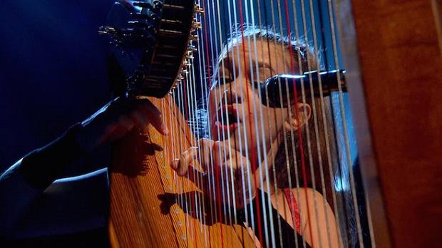 Joanna Newsom se apresenta na TV britânica