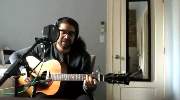 Vocalista do Coheed And Cambria faz cover de Adele