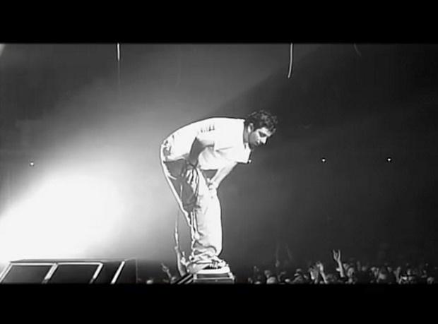 """Deftones - Trailer do documentário """"Entertain Me"""""""