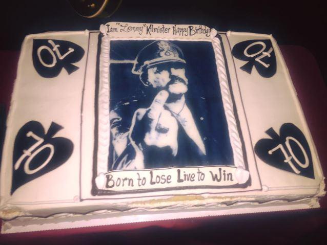 Guns N' Roses, Metallica e mais celebram aniversário de Lemmy Kilmister em show