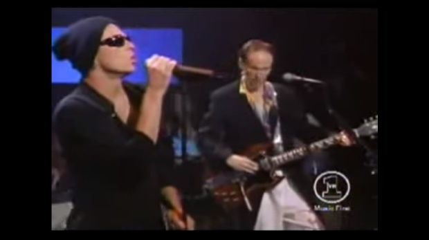 Recordar é viver: Scott Weiland cantou com o The Doors em 2000