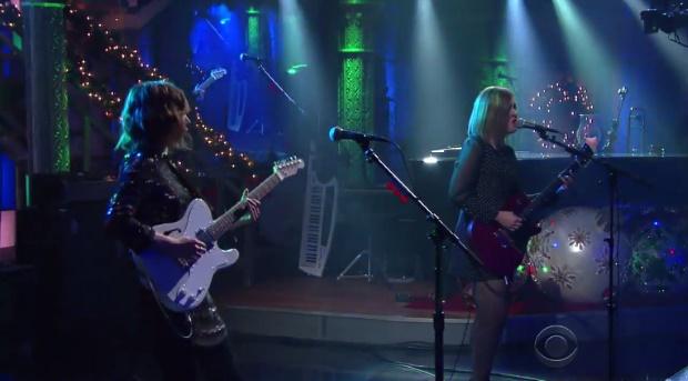 Sleater-Kinney toca no programa de Stephen Colbert