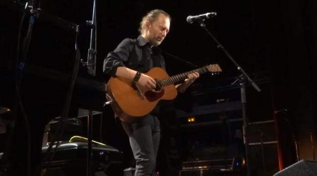 Thom Yorke toca inédita do Radiohead em Paris