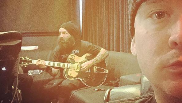 Tim Armstrong (Rancid) grava participação em novo disco do Blink-182