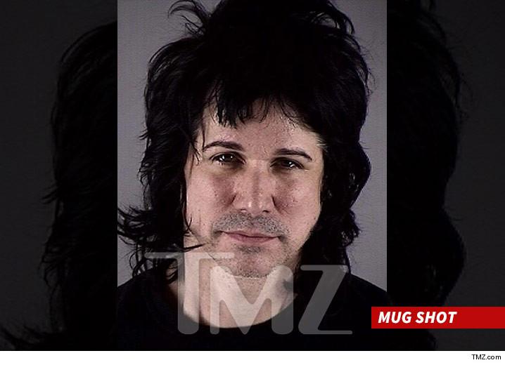Tommy Black, da banda de Scott Weiland, foi preso por posse de cocaína
