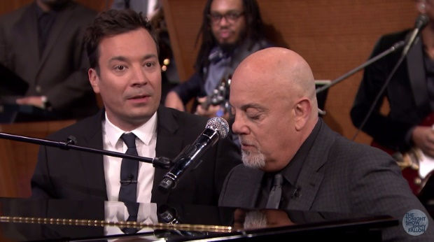 Jimmy Fallon e Billy Joel tocam Rolling Stones - vídeo