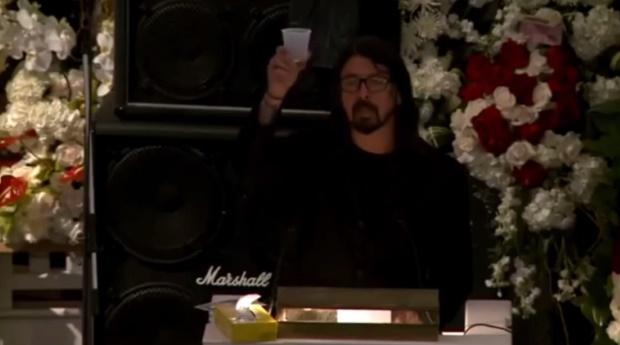 Adeus a Lemmy: Dave Grohl faz discurso emocionante