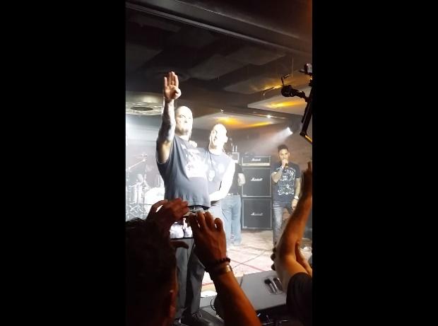 """Phil Anselmo faz gesto nazista e grita """"White Power"""" em show - vídeo"""