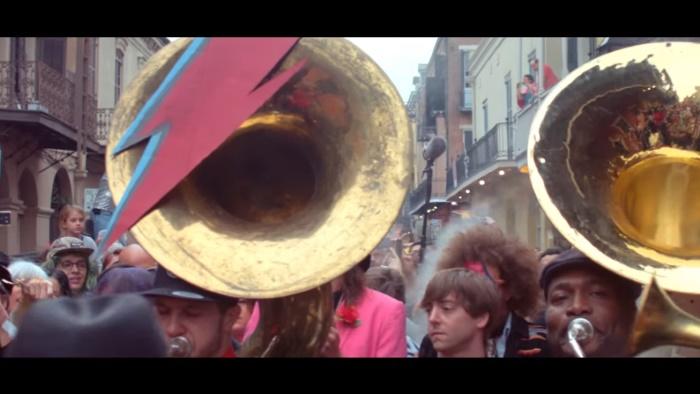 Arcade Fire presta homenagens a David Bowie em New Orleans