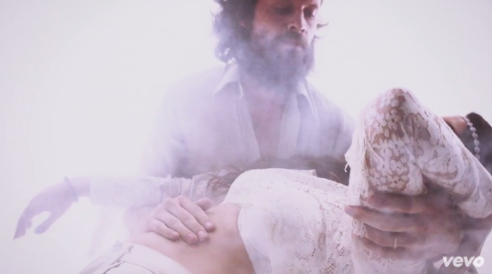 Novo clipe de Lana Del Rey foi inspirado em viagem de ácido de J. Tillman