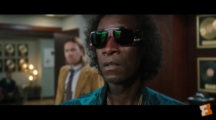 Don Cheadle como Miles Davis