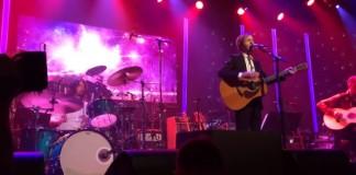 Nirvana e Beck tocam David Bowie