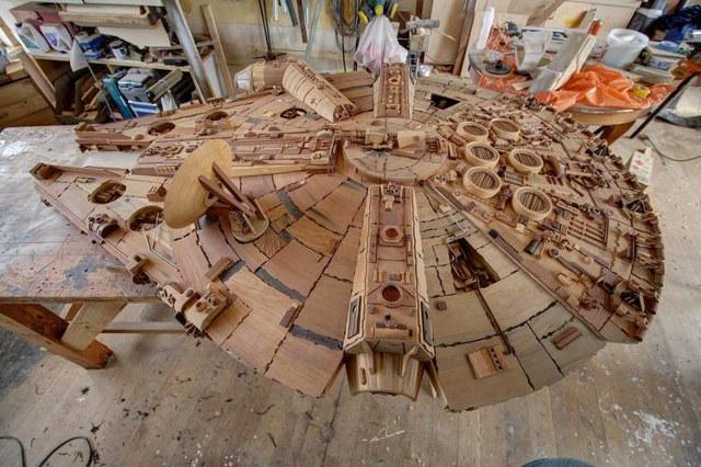 Star Wars: homem constrói réplica de madeira da Millennium Falcon