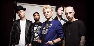 Sum 41 apresenta ao público seu novo baterista
