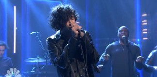 The 1975 toca no programa de Jimmy Fallon
