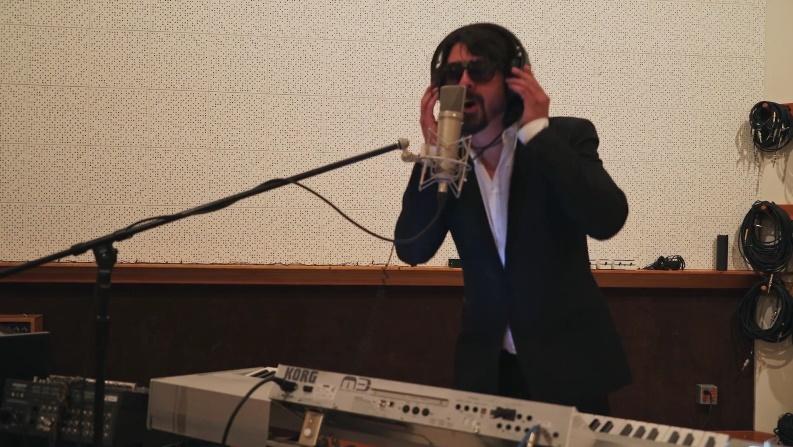 Foo Fighters trolla imprensa em divertido vídeo sobre seu