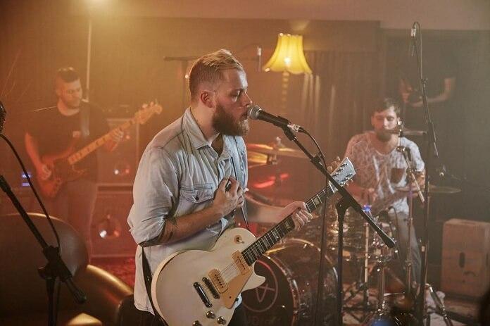 Hover toca músicas de novo álbum em sessão ao vivo