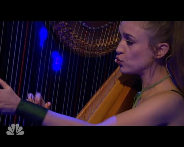 Joanna Newsom no programa de Seth Meyers