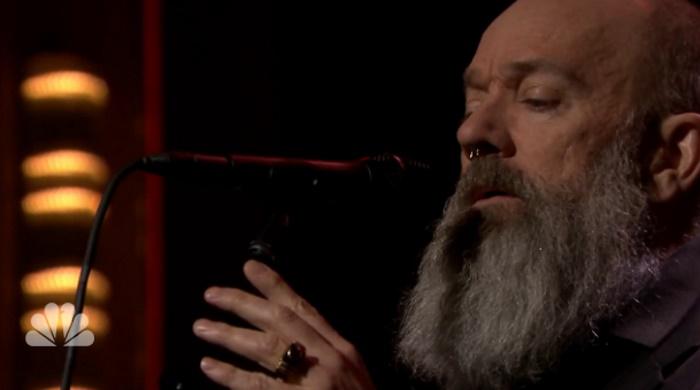 Michael Stipe (R.E.M.) canta clássico de David Bowie