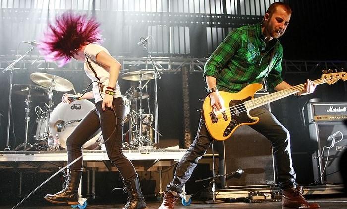 Paramore está em disputa judicial com Jeremy Davis, o ex-baixista