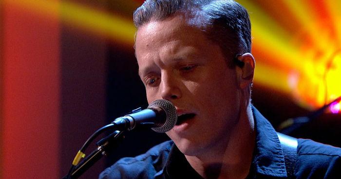 Jason Isbell faz sua estreia no programa de Jools Holland